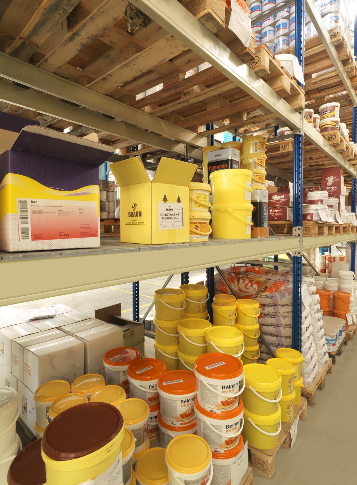magazzino dolcelinea con prodotti per pasticceria, panificazione e gastronomia